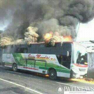 Di Duga Akibat Arus Pendek, Bus Sinar Mandiri Terbakar