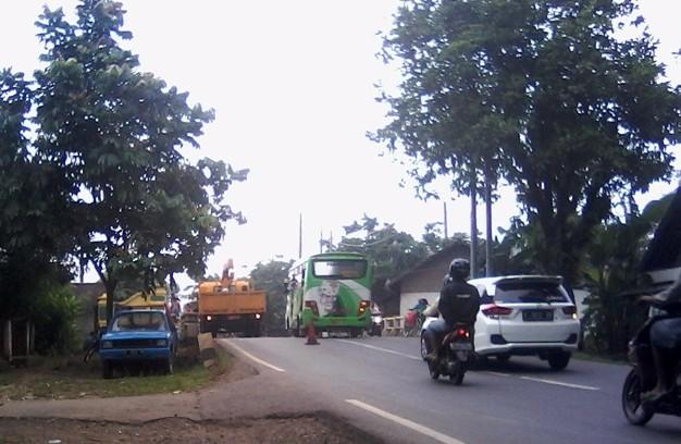 Lubang Maut di Jalan Pati Tayu Mulai Diperbaiki