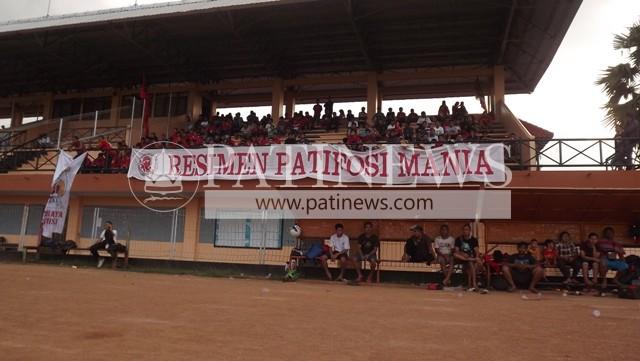 Suporter Antusias Saksikan Persipa Selection VS Patifosi FC