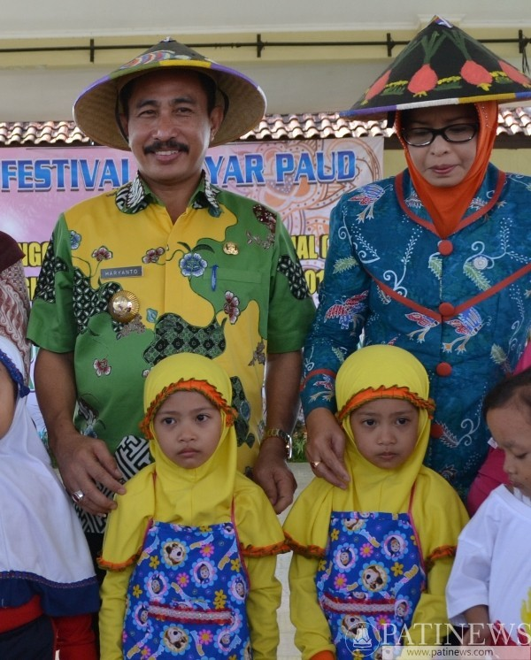 Cerita Anak Kembar Hadiahi Bupati Pati Caping Lukis