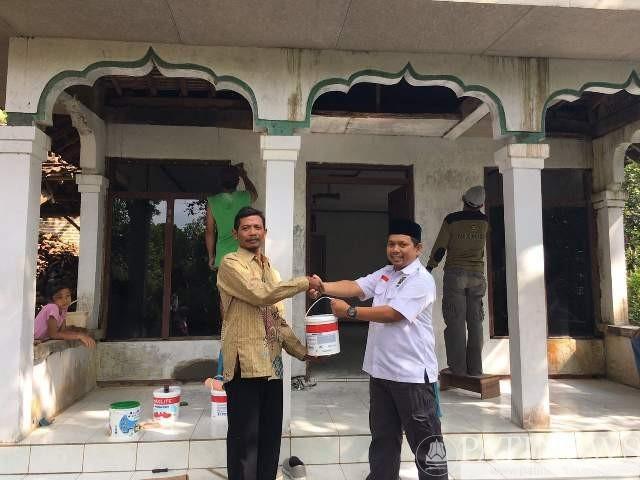 DPD PKS Pati Ngecat Masjid dan Musholla Kampung