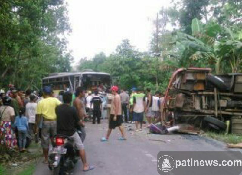 Tiga Warga Pati Jadi Korban Tabrakan Maut di Jatipohon Grobogan