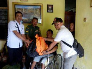 BNPB Bersama Babinsa Serahkan Bantuan Sosial
