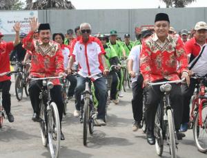 Bersepeda, Pasangan Haryanto - Arifin Daftar Pilkada Pati 2017