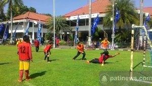 Duel Sepakbola TNI vs Wartawan Pada Rangkaian Kegiatan TMMD