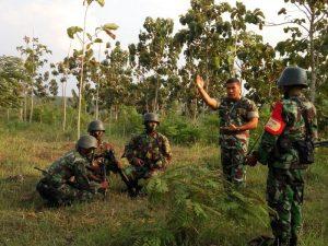 Prajurit TNI Latihan Tempur di Desa Ronggo Jaken