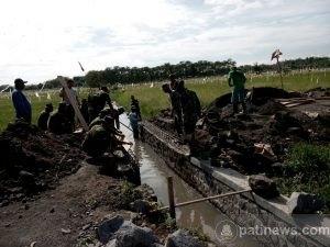 Pembangunan Saluran Irigasi pada TMMD Untuk Swasembada Pangan