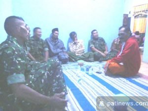 Danramil Gembong Silaturahim Ke Rumah Korban Kapal Tabrakan di Tuban