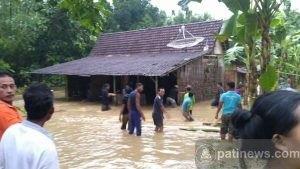 Diguyur Hujan Dua Jam, Banjir Bandang Landa Desa Ronggo Jaken