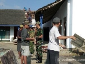 Gotongroyong Bersama Masyarakat, Perbaiki Kantor Desa