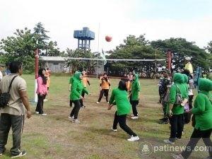 HUT Korpri : Persit KCK Kodim Kediri Vs Dharma Wanita Kabupaten Kediri