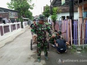 KH Arsyad Muhammadun Apresiasi Bantuan Anggota TNI dan Warga