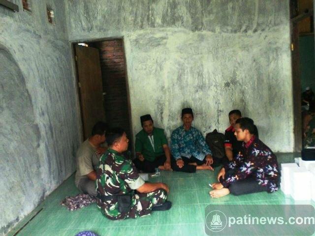 Jalin Silaturahmi, Babinsa Lakukan Komsos Dengan Warga Desa Dukuhmulyo Jakenan