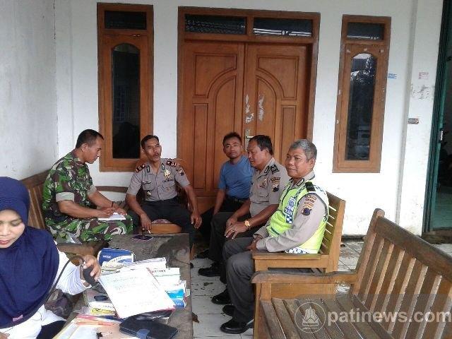 Jelang Pilkada, Babinsa dan Polsek Tambakromo Jaga Kondisi Wilayah