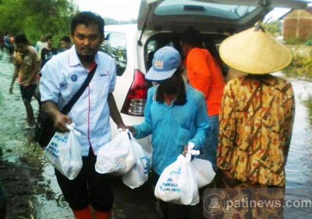 Lazismu Pati Salurkan Bantuan Kepada Korban Banjir Gabus