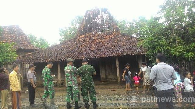 Sejumlah Rumah Warga Rusak Akibat Angin Puting Beliung Di Desa Kudur Winong