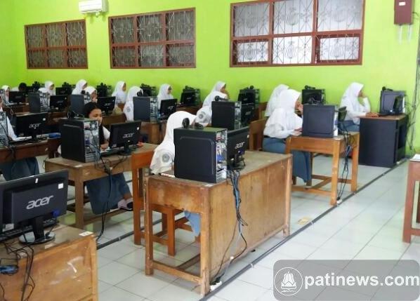 460 Siswa SMAN Jakenan Ikuti Ujian Nasional Berbasis Komputer