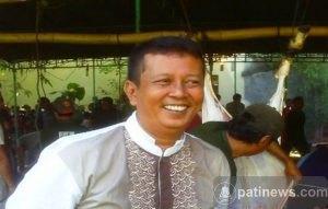 Anggota DPRD Pati, Noto Subiyanto Qurban Sapi Di Masjid Nurul Iman Panjunan