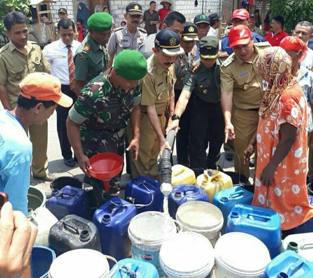 Bupati dan Wakil Bupati Pati Salurkan Air Bersih di Kecamatan Jaken