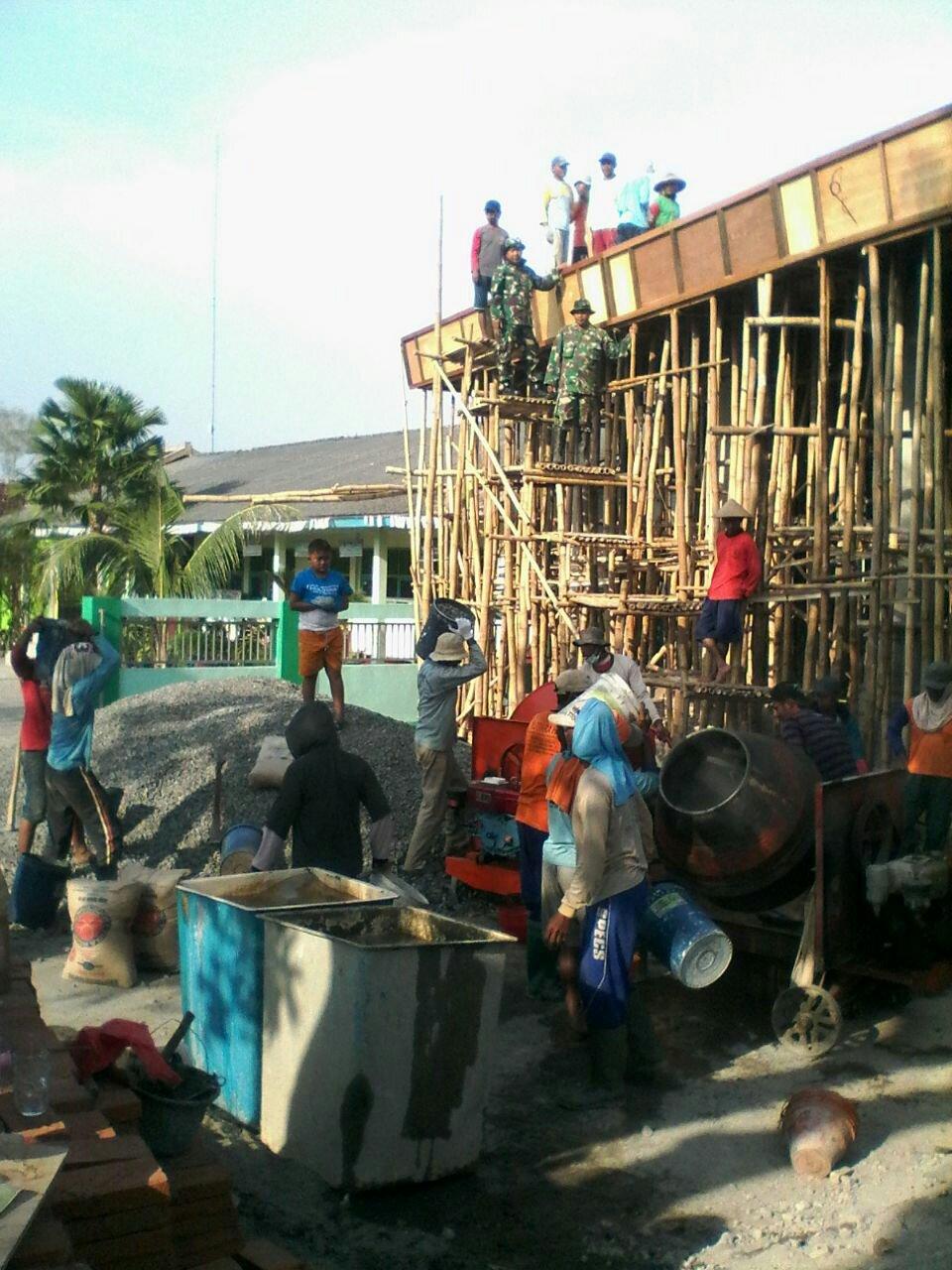 Guyub Rukun Tergambar Dalam Karya Bakti TNI dan Warga Desa Geritan Pati