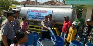 Satlantas Polres Pati Salurkan 30.000 Liter Air Bersih, Atasi Kekeringan di Batangan