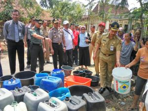35.000 Liter Air Bersih Disalurkan Forkopimda Pati di Kecamatan Tambakromo