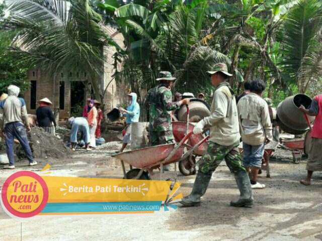 TMMD Gunungwungkal, TNI dan Warga Kompak Cor Jalan