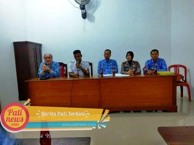 Dispermades Pati dan Polsek Batangan, Beri Solusi Soal Dana Desa Tlogomojo