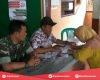 Babinsa Kawal Langsung Pendistribusian Beras Rastra di Desa Krandan Trangkil