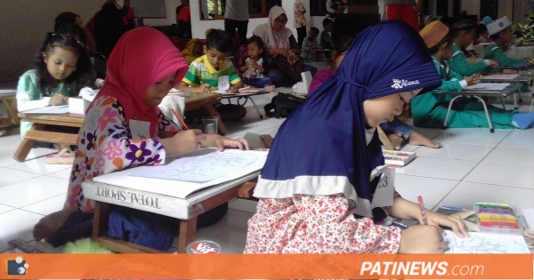 Peringati Hari Pers Nasional, Anak - Anak di Pati Ikuti Lomba Menggambar