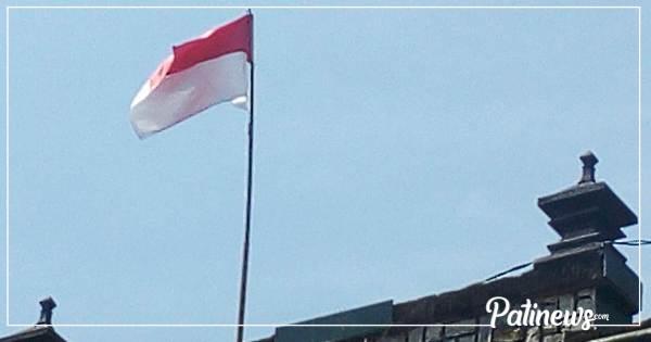 Bendera yang Robek Itu, Telah Diganti Oleh Anggota TNI AD