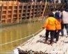 Jembatan Putus di Puncel Dukuhseti Dibuka, Warga Sementara Gunakan Rakit