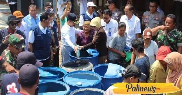 Dampak Kemarau Makin Meluas, Pemkab Gandeng CSR Perusahaan Distribusikan Air BersihDampak Kemarau Makin Meluas, Pemkab Gandeng CSR Perusahaan Distribusikan Air Bersih