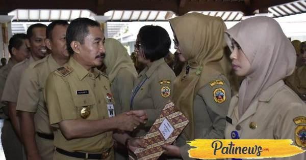 263 Bidan dan Penyuluh Pertanian di Pati, Peroleh SK PNS
