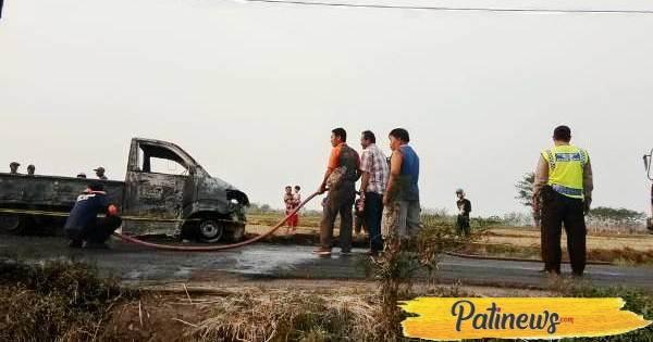 Mobil Pickup Pengangkut Minyak Goreng di Tlogowungu, Ludes Terbakar