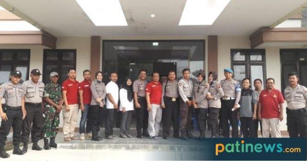 Pleton Gabungan Polres Pati, Back Up Pengamanan Rekapitulasi Perhitungan Suara di PPK