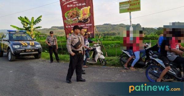 """Polisi Datang, Aksi Balap """"Low Budget"""" di Kayen ini Ngacir"""