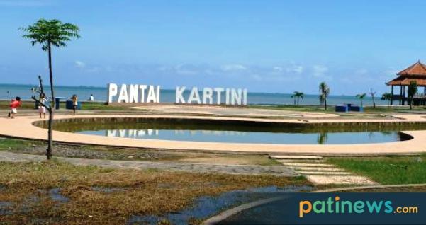 Menghabiskan Akhir Pekan di Pantai Kartini Jepara