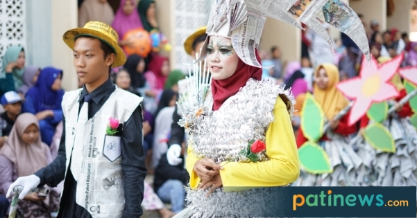 53 Peserta Meriahkan Karnaval Haul KH Hasbullah Desa Kembang Dukuhseti