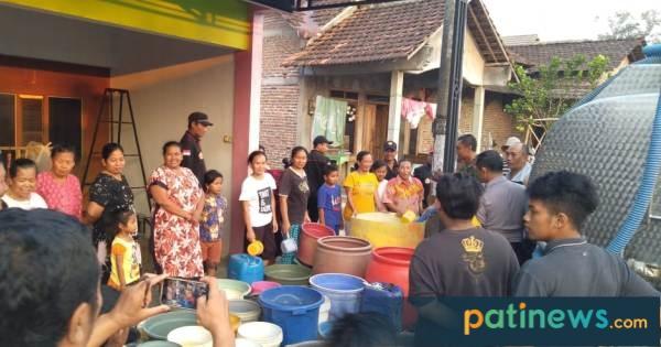 Ikatan Pencak Silat Cempaka Putih Pati, Kirim Bantuan Air Bersih ke Desa Sinomwidodo