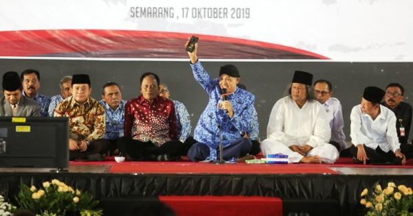 """Rapat Forum Komunikasi Pimpinan Daerah (Forkopimda) Provinsi Jawa Tengah, bertajuk """"Komitmen Bersama Menjaga Jateng Tetap Guyub, Toleran, Aman, dan Damai"""", di Hotel UTC, Kamis (17/10/2019)"""