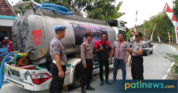 Polres Pati Bersama Timor-er Pati, Kirim Bantuan Air ke Desa Karangrowo Jakenan