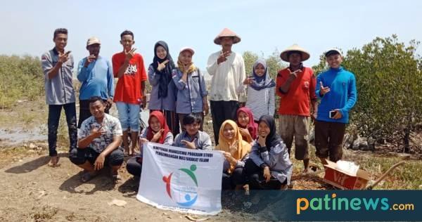 Gandeng Petani Tambak, Mahasiswa IPMAFA Galakkan Go Green Tanam Mangrove di Dororejo Tayu
