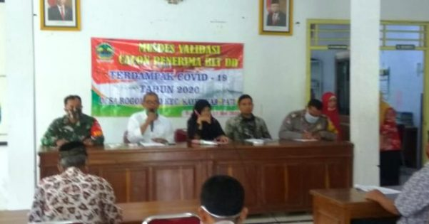 Polisi Kawal Validasi Data Penerima BLT DD di Balaidesa Rogomulyo Kayen