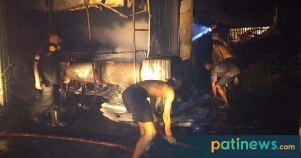 Gudang Pembuatan Briket Arang di Kayen Terbakar, Kerugian ...