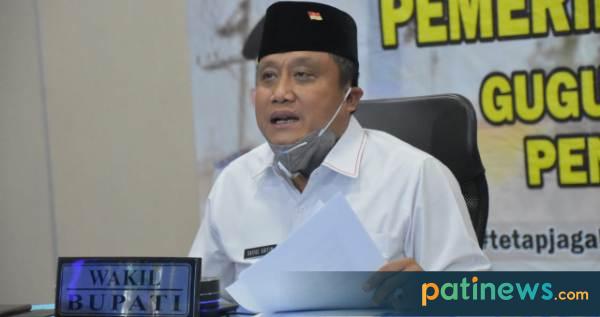 Wakil Bupati Pati Saiful Arifin (Safin), hari ini menjadi narasumber dalam Webinar (Web Seminar) Kelautan dan Perikanan, di ruang Pati Command Center (PCC) Setda Pati. (03/07)