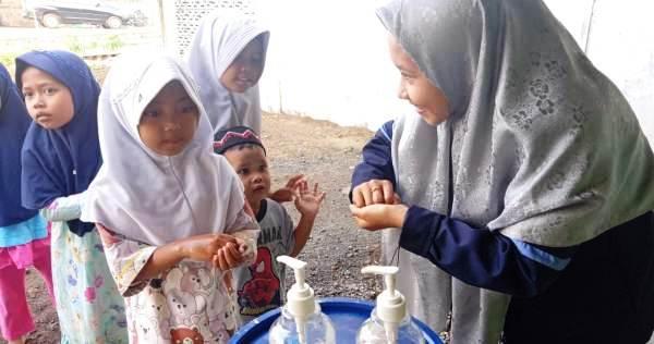 Mahasiswa KKN Reguler DR-75 UIN Walisongo Ajari Anak-Anak TPQ Cuci Tangan Pakai Sabun (CTPS)