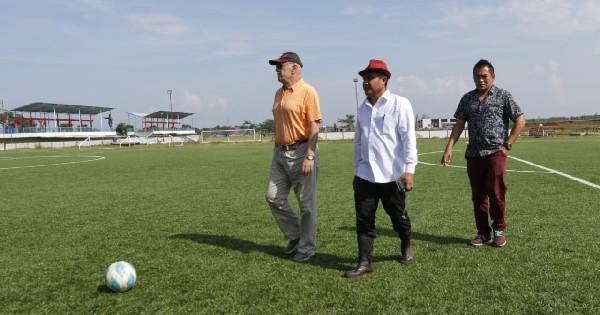 Foto: Subangkit (Kanan) didampingi Saiful Arifin dan Bernard Schumm (kiri)
